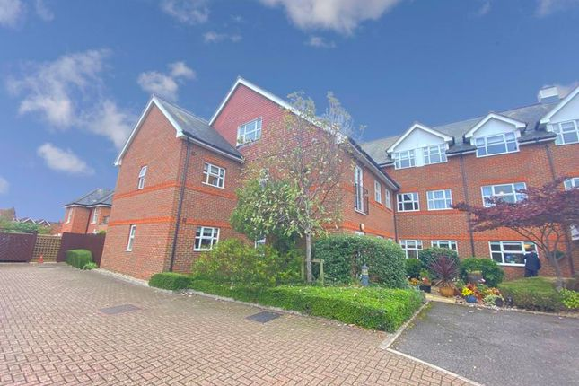 2 bed flat for sale in Oram Court, Marlow SL7