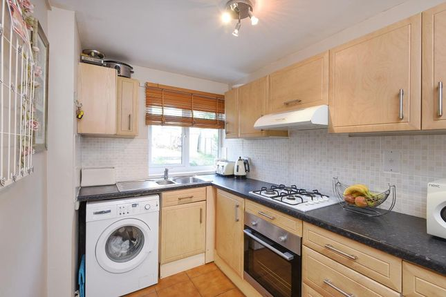 Chipping norton oxfordshire ox7 2 bedroom maisonette for for Kitchens chipping norton