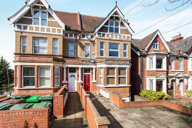 3 bed flat to rent in Maidstone Road, Chatham
