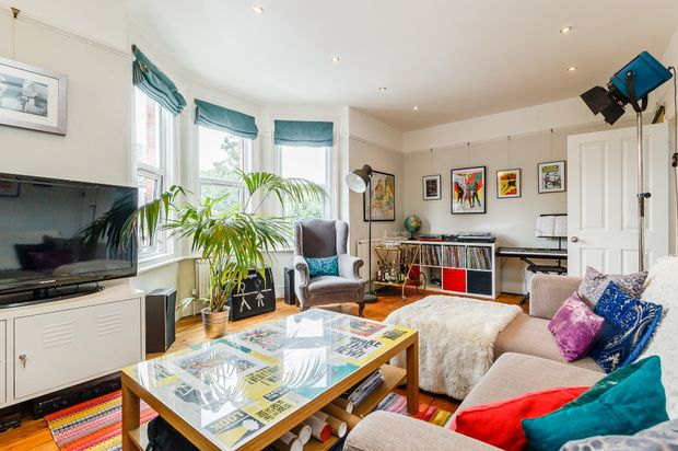 Thumbnail Flat to rent in Caldecot Road, London