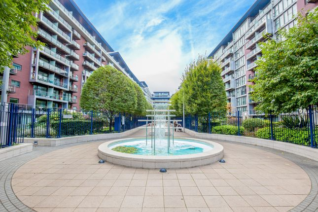 2 bed flat to rent in London