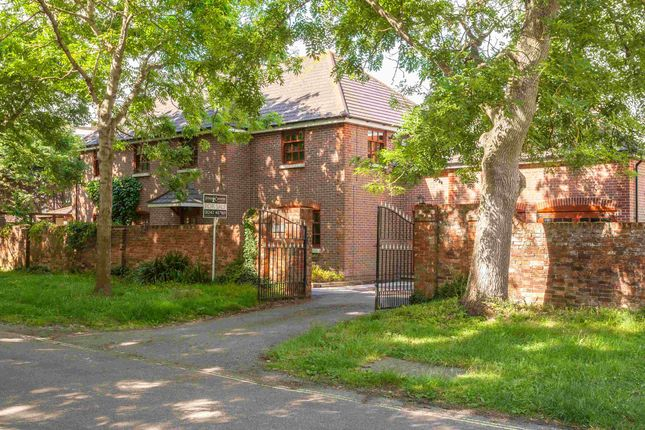 Thumbnail Detached house for sale in Stamford Avenue, Hayling Island