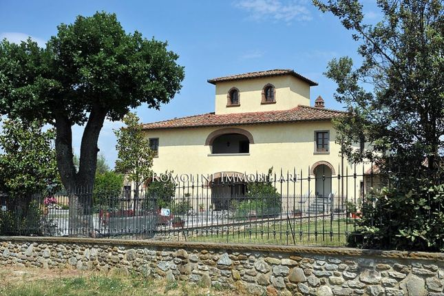 6 bed villa for sale in Arezzo, Tuscany, Italy