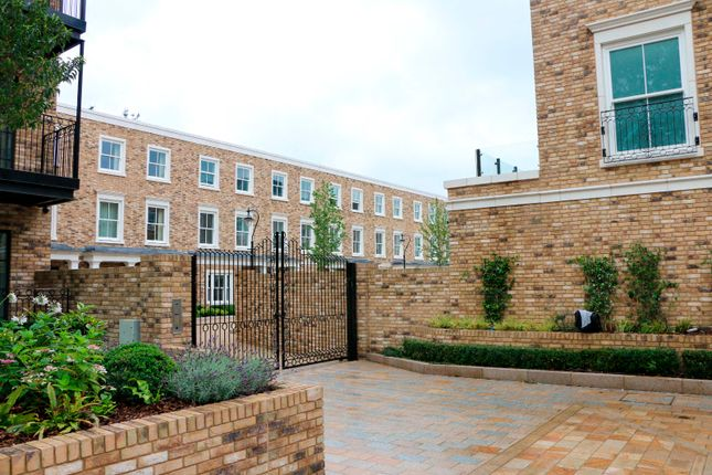 2 bed flat to rent in Burlington Lane, Chiswick