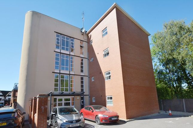 Thumbnail Flat to rent in Post Office Lane, Beaconsfield