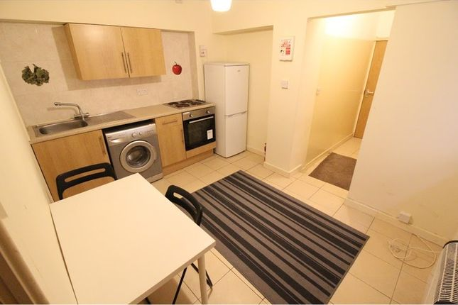 1 bed flat to rent in West Luton Place, Adamsdown, Cardiff CF24