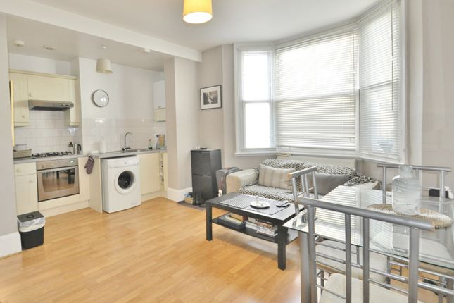 Thumbnail Flat to rent in Reynolds Road, Chiswick