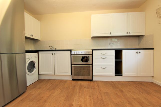 Thumbnail Flat to rent in Raglan Road, Devonport, Plymouth