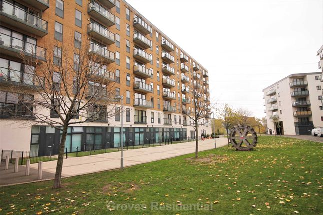 Thumbnail Flat to rent in Durnsford Road, London