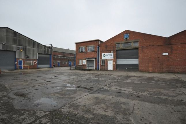 Commercial property to let in Thornes Moor Road, Wakefield