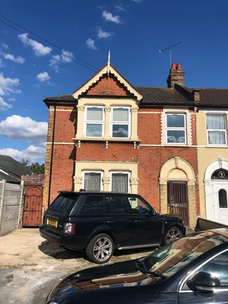 Thumbnail Flat to rent in Airthrie Road, Ilford