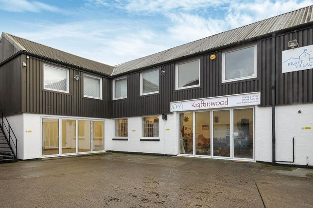 Light industrial to let in Grafton Street, High Wycombe