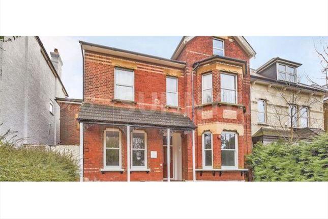 Thumbnail Flat to rent in Birdhurst Rise, Croydon