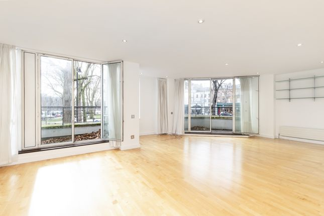 Thumbnail Flat to rent in Rose Court, Islington Green, London