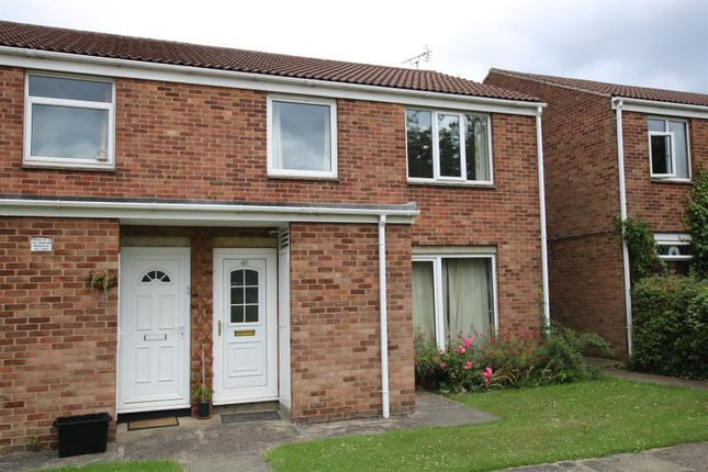 Thumbnail Flat for sale in Hawthorn Chase, Lincoln