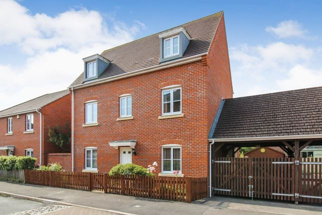 Thumbnail Detached house for sale in Rotary Way, Thatcham