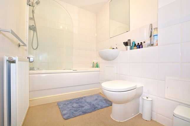 Bathroom of Commonwealth Drive, Crawley RH10