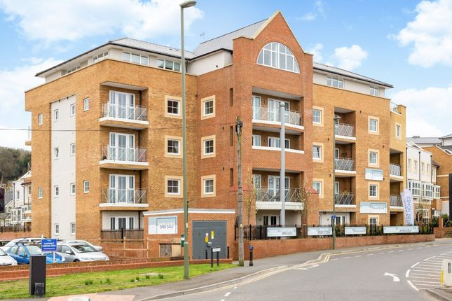Thumbnail Flat to rent in Flambard Way, Godalming