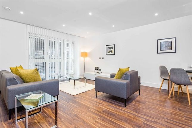 Thumbnail Flat to rent in Wiverton Tower, Aldgate Place, 4 New Drum Street