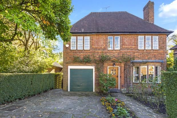 Picture No. 04 of Litchfield Way, Hampstead Garden Suburb, London NW11