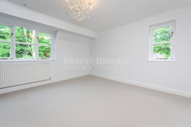Picture No. 06 of Tepestede Court, Hazel Way, Chipstead CR5