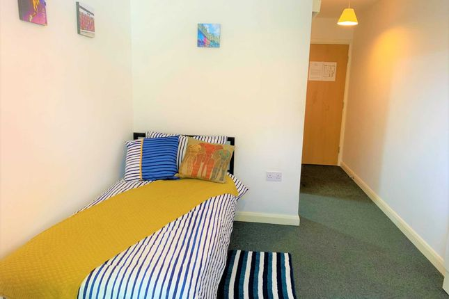 Thumbnail Room to rent in Ensuite Double Room In Sun House, Gardner Street, Salford