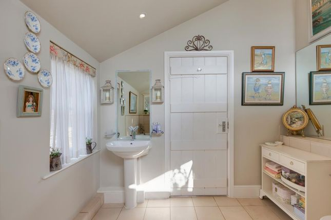 Master En-Suite of Honeypot Cottage, Burre Close, Bakewell DE45