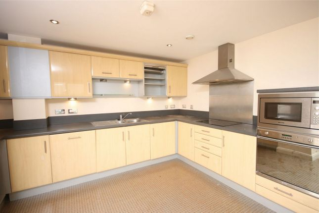 2 bed flat to rent in 100 Kingsway, North Finchley