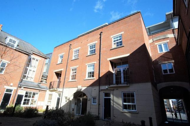 2 bed town house to rent in Golden Lion Court, 100 Redcliffe