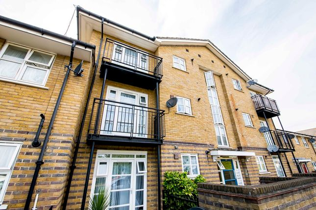 Thumbnail Flat to rent in Sumner Road, London