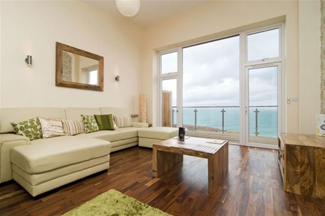 Thumbnail Property to rent in Pentire Avenue, Newquay