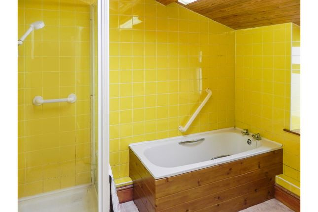 Bathroom of A494, Dyffryn Ardudwy LL44