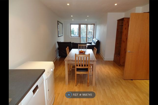 2 bed flat to rent in Meath Crescent, London E2