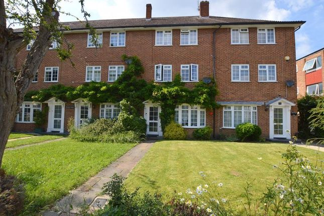 Thumbnail Town house to rent in Devonshire Road, Pinner