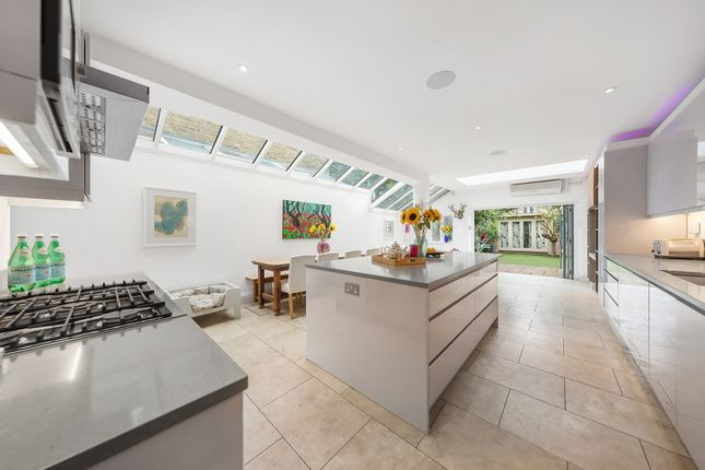 4 bed property to rent in Inglethorpe Street, London SW6