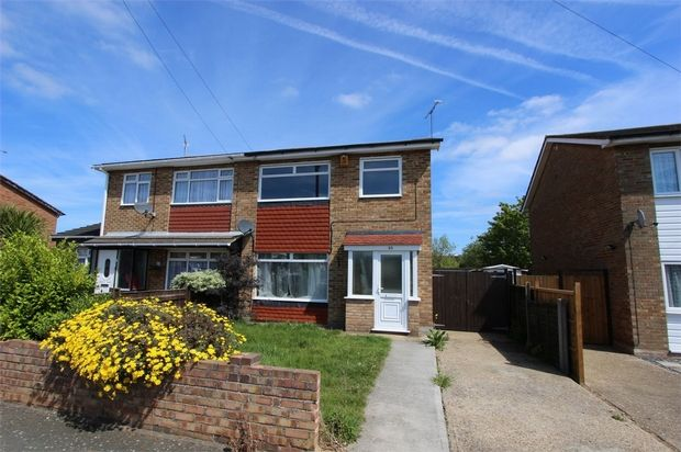 Thumbnail Semi-detached house to rent in St Lawrence Gardens, Leigh-On-Sea, Essex