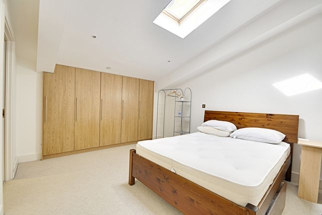 3 bed penthouse to rent in Uxbridge Road, Ealing