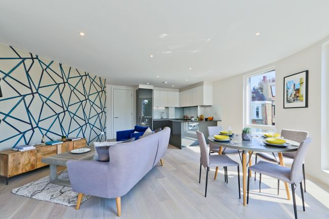 Thumbnail Flat for sale in Mildenhall Road, London