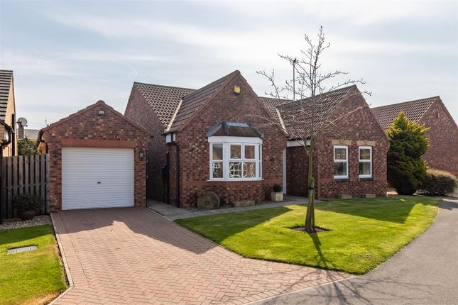 Thumbnail Bungalow for sale in Bay Crescent, Filey