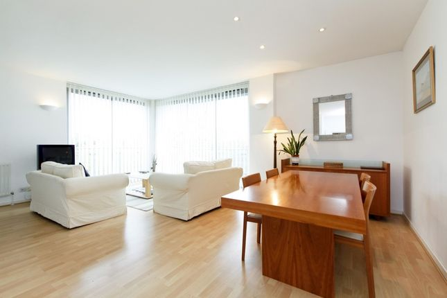 2 bed flat to rent in Monza Building, Monza Street, London E1W
