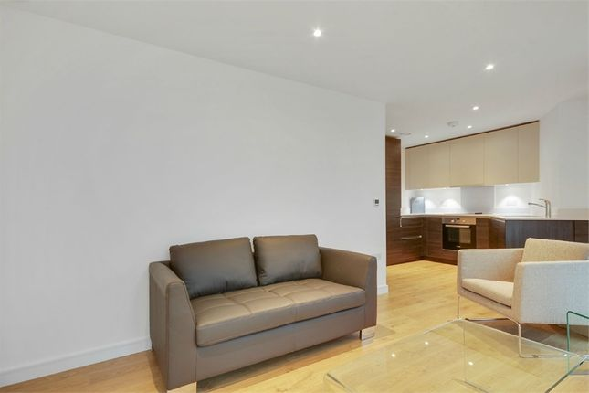 Thumbnail Flat to rent in 11 Saffron Central Square, Croydon, Surrey