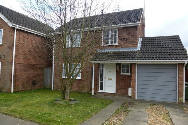4 bed detached house to rent in Laurel Close, Sawtry, Huntingdon