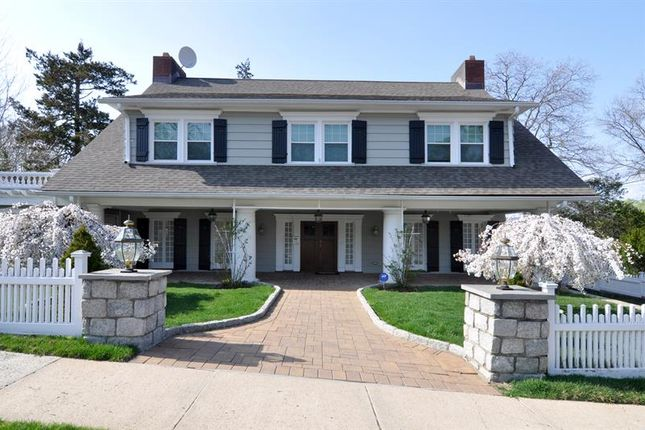 Thumbnail Property for sale in 10 Sutton Manor Rd, New Rochelle, Ny 10801, Usa