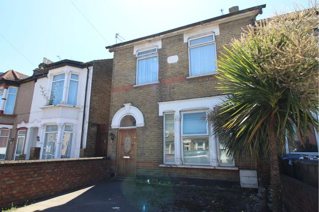 Thumbnail Flat for sale in Durants Road, Enfield