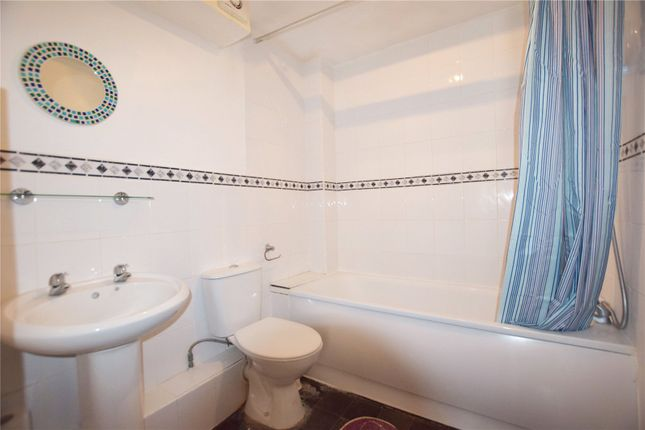 Bathroom of Epping Close, Reading, Berkshire RG1