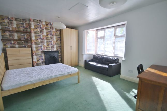 Thumbnail Terraced house to rent in Fosse Road South, West End, Leicester