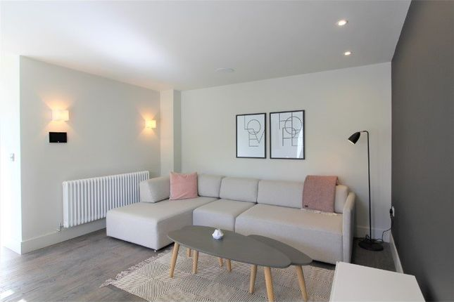 Thumbnail Town house to rent in Bentinck St, Roof Gardens, Castlefield