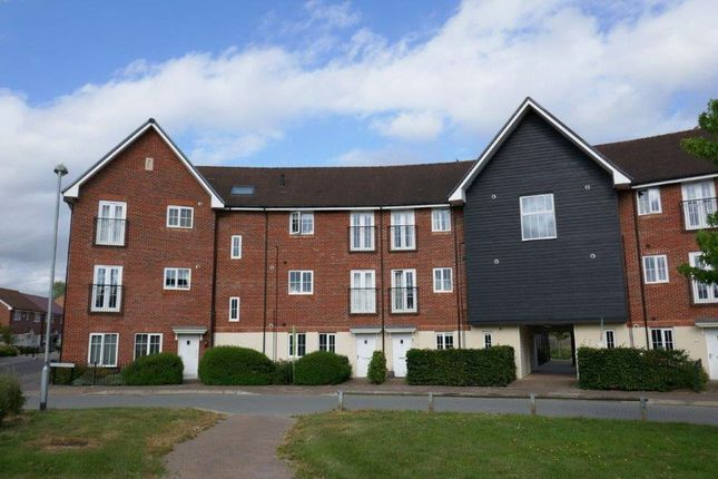 Thumbnail Maisonette to rent in Fulmar Crescent, Jennetts Park, Bracknell, Berkshire