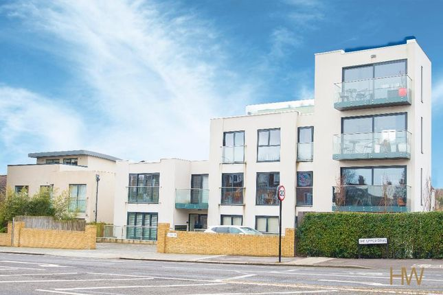 Thumbnail Flat to rent in The Upper Drive, Hove