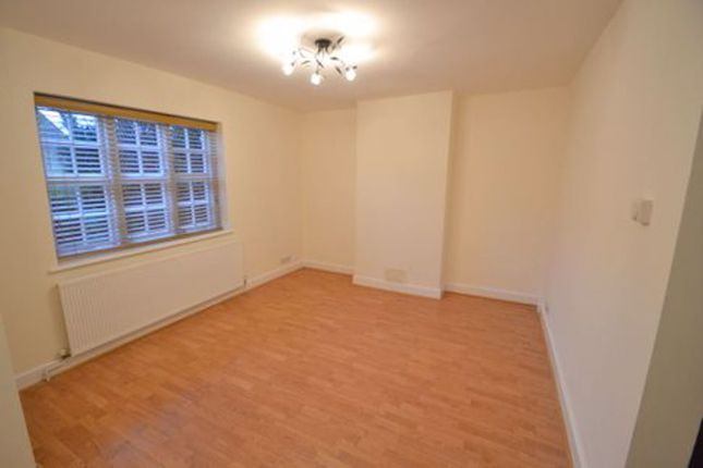 Thumbnail Cottage to rent in Asmuns Place, London